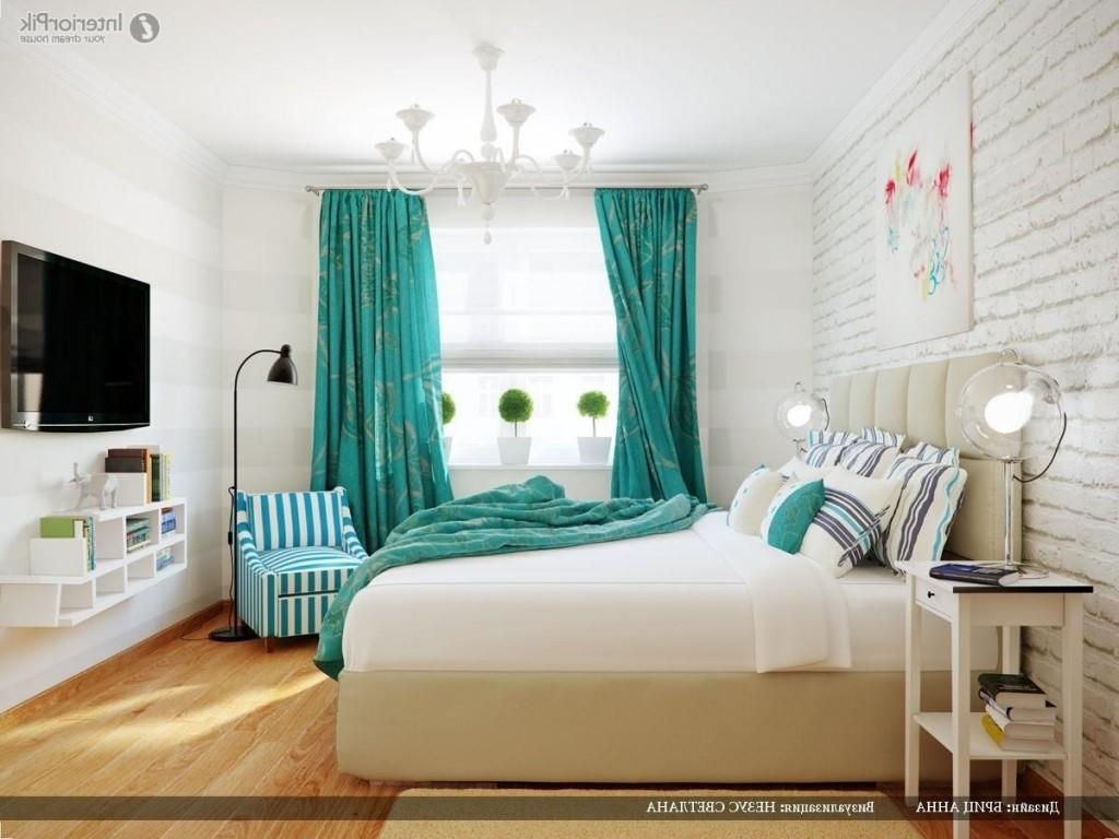 Decor modern de dormitor alb cu perdele turcoaz mate si cuvertura de pat asortata