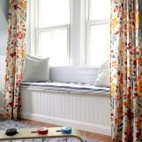 Perdea alba cu flori portocalii si galbene potrivite pentru camera de copil